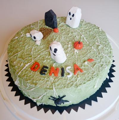 Med spindlar, gravsten, spöken och pumpor.