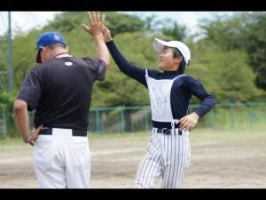 少年野球ハイタッチ