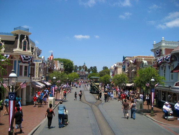 Disneyland_Main_Street