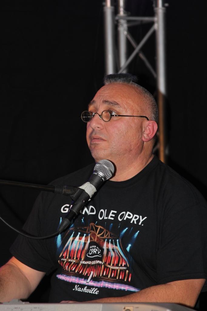 Patrick De Filippo, le pianiste du groupe The Crazy Birds