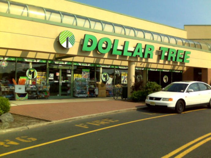 Dollar tree manager attacks lady for using coupons