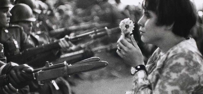 50 años de cómo una primavera fue agostada por los tanques – Por Eloy Torres Román