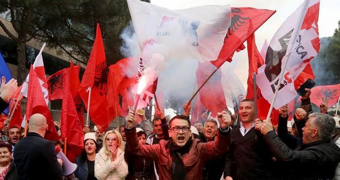 La corrupción de autoconsumo de Albania socava el camino hacia la adhesión a la UE – Por Alon Ben Meir