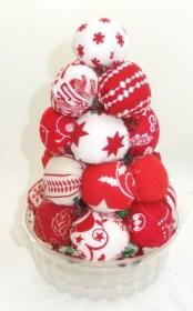 xmas-tree-fabric-balls