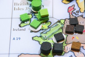 Moral Conflict 1940 British Isles troop buildup on the game board.
