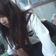 【JK拉致強姦動画】学校帰りの女子高生を車に押し込み連れ去って野外レイプ・・・