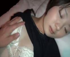 【無修正本物レイプ動画】ガチ注意!ストーカーに睡眠薬で眠らされた女子大生が熟睡中に生姦レイプされる一部始終・・・