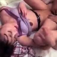 【ロリレイプ動画】孫に欲情したジジイが自室に呼び込みまだ中学生くらいの女の子をレイプしている映像が・・・