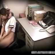 【ロリレイプ動画】万引きした女子高生にマンコで代償払わせる鬼畜店長の隠し撮り映像・・・