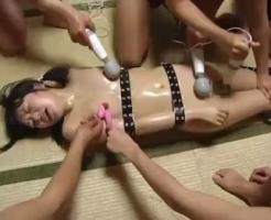 【集団レイプ動画】マン毛が生え始めたばかりの中〇生の両手足を縛って集団凌辱姦!全身電マ責めに痙攣してイキ悶える・・・