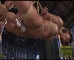 【集団レ●プ動画】鬼畜集団に牢の中に監禁された美女が宙づりに緊縛されて凌辱レ●プ!肉棒5本で犯されてアクメ地獄・・・
