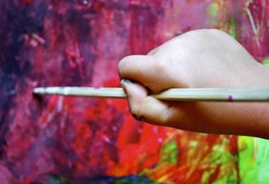 child-hand-painting