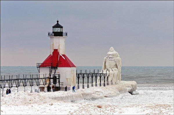 frozen-lighthouses-1[2]