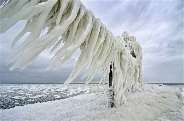 frozen-lighthouses-4[2]