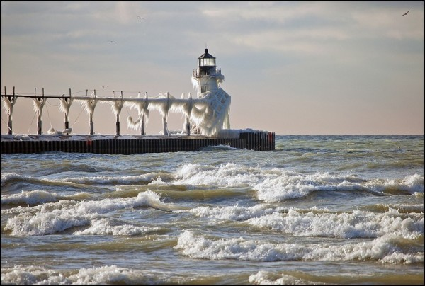 frozen-lighthouses-8[2]