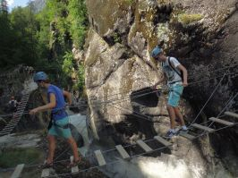 Les moniteurs et guides de via ferrata vous emmenerons sur les parcours d'initiation comme sur les plus sportifs des Hautes Alpes