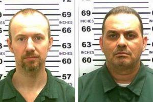 Klopjacht op ontsnapte moordenaars in de VS