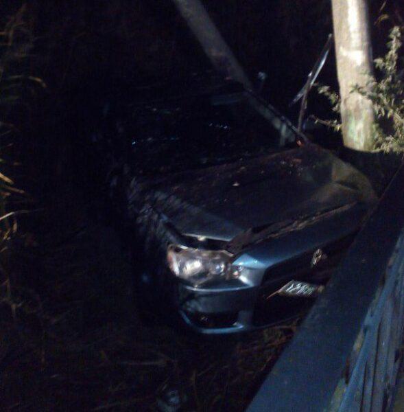 Под Евпаторией крымчанин расплющил иномарку обэлектроопору— погибла пассажирка