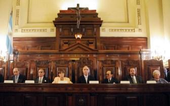 La Corte Suprema está dividida entre opositores moderados y opositores duros.