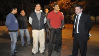 Los cinco policías que se entregaron en la medianoche del miércoles.