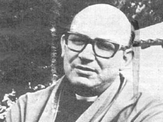 Angelelli cuando viajaba en la ruta luego de dar misa por la muerte de dos sacerdotes.