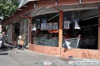Cientos de comercios fueron atacados durante el motín de la policía.