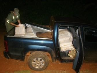 La camioneta fue abandonado por el conductor.