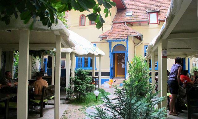 adelaparvu.com-despre-Daiazic-garden-and-bistro-Bucuresti-22