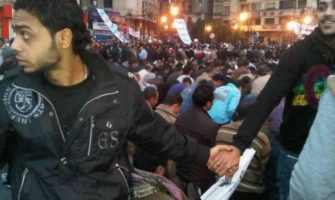 Musulmanes y cristianos se unen en oración en Egipto