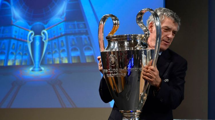 UEFA Vice President Angel Maria Villar Llona of Spain holds the UEFA Champions League trophy during the UEFA Champions League semi-final draw at the UEFA headquarters in Nyon on April 15, 2016. / AFP / FABRICE COFFRINI        (Photo credit should read FABRICE COFFRINI/AFP/Getty Images)
