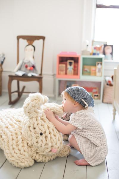 giant_stuffed_bunny_arm_knit-6689_ace06ddc-5287-49bf-bb1c-913fe69a4685_grande