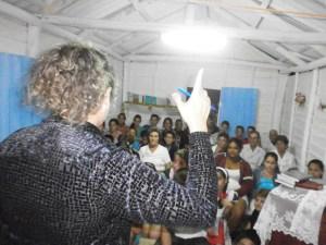 MI ESPOSA YOAXIS CONDUCE SERVICIO RELIGIOSO EN LA IGLESIA RURAL QUE PASTOREAMOS EN ROSALÍA