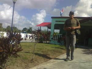 El campesino Quintana en Fiscalía Militar de Villa Clara reclamando por el atraco policial del que fue víctima, sin recibir siquiera Acta de Ocupación
