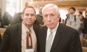 Con el excongresista Frank Wolf, quien auspició en 1998 el International Religious Freedom Act.