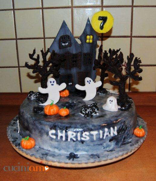 Torta castello delle streghe di Halloween