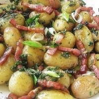 Cartofi noi, bacon si ierburi aromatice