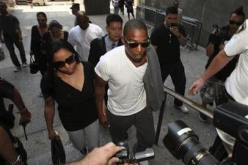 Ja Rule arrives to court with this wife