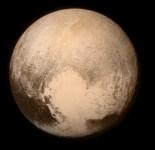 foto de plutão capturada pela sonda new horizon em julho de 2015