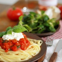 Spaghetti z ricottą i pomidorami