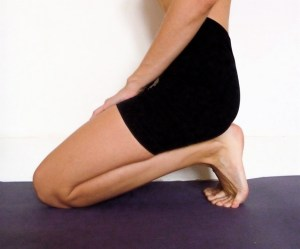 ulrika-laan-yoga-foot-stretch-toe-crunch-ashtanga