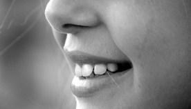 """""""黄ばんだ歯""""見られてますよ!自宅で簡単ホワイトニング4選"""