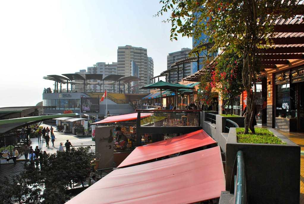 Shopping Larcomar, compras e vista para o mar em Lima