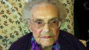 Una Señora de 105 años, no puede tener perfil de Facebook