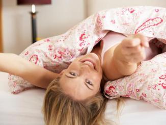 ventajas-de-dormir-en-camas-separadas-pareja-1