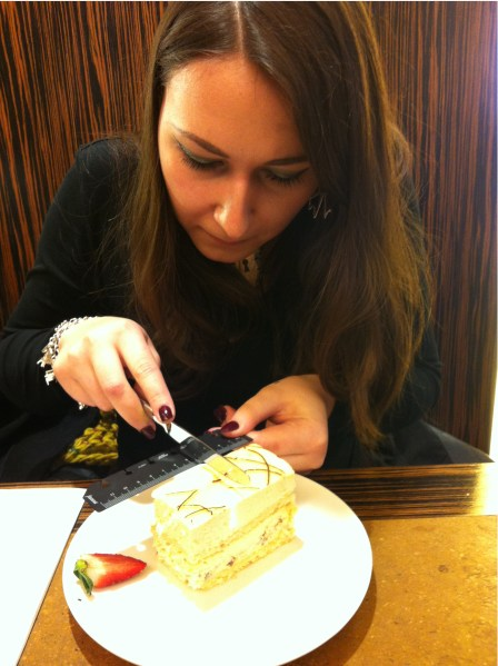 LETO Cutting Cake