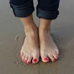 爪がでこぼこしたり、変色する原因は病気?一本だけや一部分の場合も