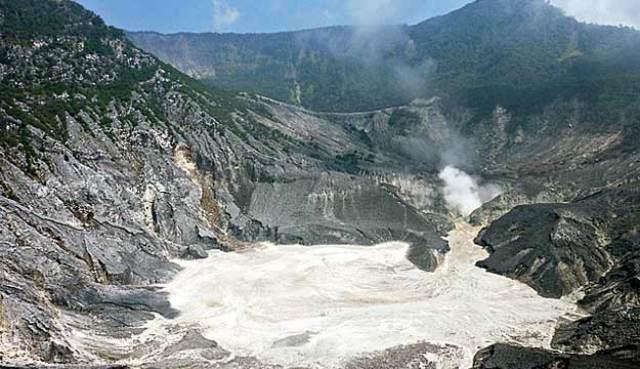 Mount Tangkuban Perahu in Bandung