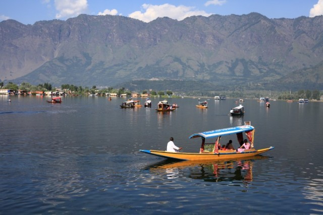 dal lake, india, srinagar