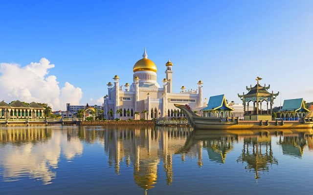 ali saifuddien mosque, brunei, religious structure