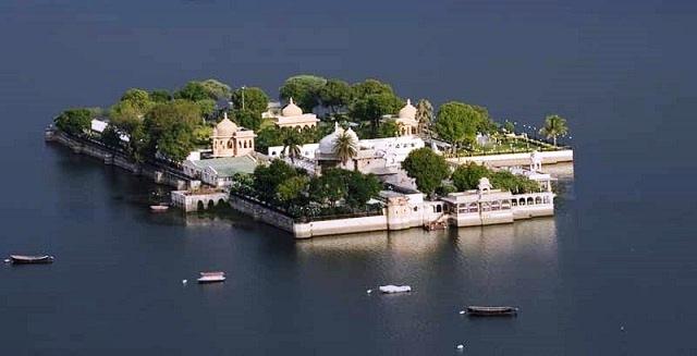 jag mandir palace udaipur, india
